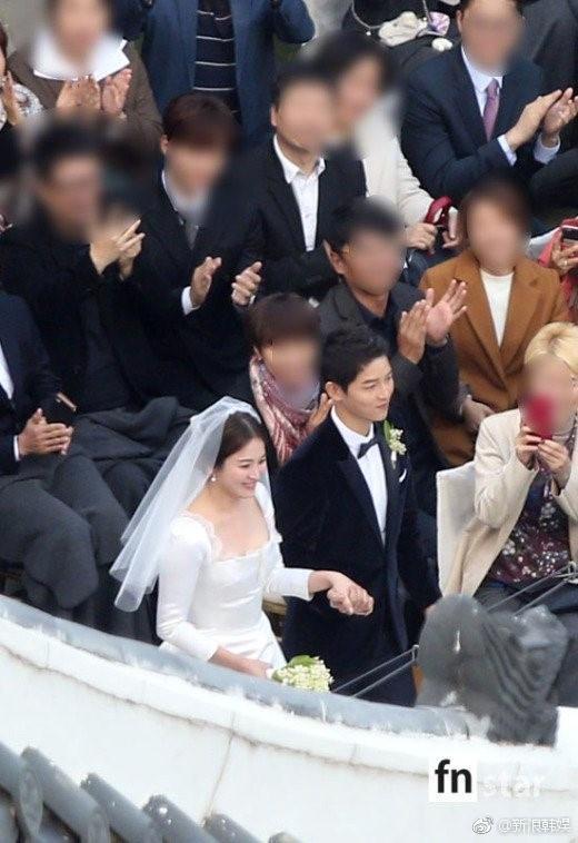 Hình ảnh Song Hye Kyo mặt bầu tròn trĩnh làm dấy lên nghi ngờ cô dâu đã có tin vui-9