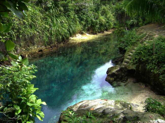 Bí mật ẩn chứa bên trong dòng sông không nguồn có màu xanh lạ kỳ-2