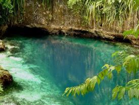Bí mật ẩn chứa bên trong dòng sông không nguồn có màu xanh lạ kỳ