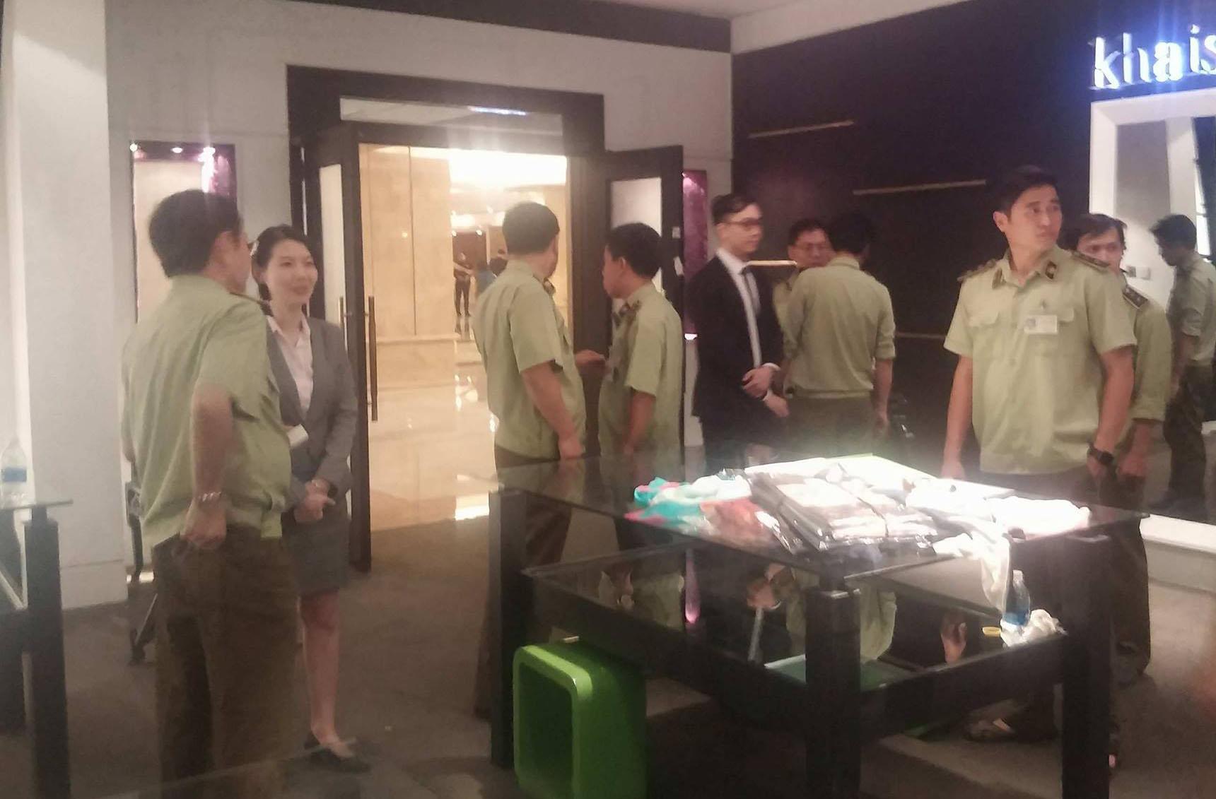 Đồng loạt kiểm tra 3 cửa hàng Khaisilk ở Sài Gòn-2