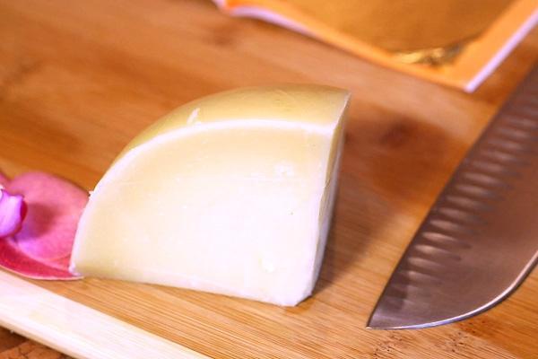 Thưởng thức bánh mỳ kẹp đắt nhất thế giới: Được bọc vàng 23K để hoàn thiện vẻ đẹp hoàng gia-2
