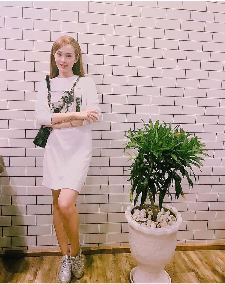 Huyền My gợi cảm - Sơn Tùng lăng xê mốt quần của bố trong street style tuần này-5