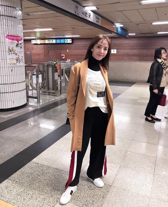 Huyền My gợi cảm - Sơn Tùng lăng xê mốt quần của bố trong street style tuần này-8