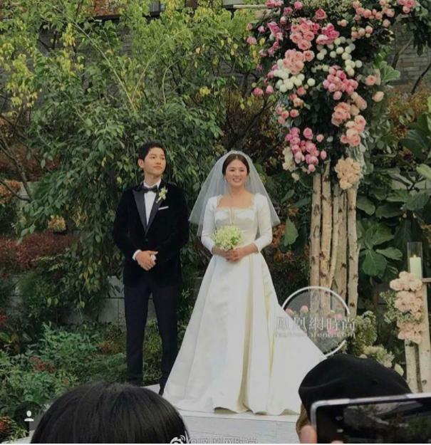 Cùng với Song Hye Kyo, nhiều người đẹp cũng diện thiết kế váy cưới của Dior trong ngày trọng đại-2