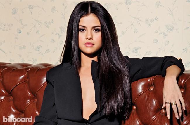Selena Gomez gây tranh cãi vì chả làm gì mà vẫn được Billboard trao giải lớn Người phụ nữ của năm-1