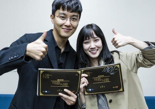 Sao Hàn 1/11: Lee Kwang Soo hài hước Chị dâu Song Hye Kyo, Song Joong Ki phiền chị rồi-5