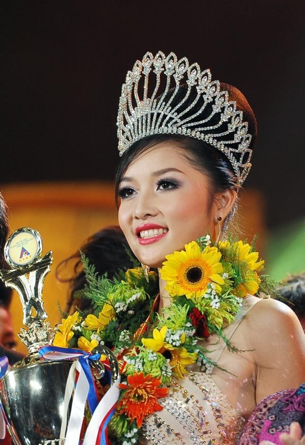 Những hoa hậu tự trả vương miện gây tranh cãi nhất showbiz Việt-6