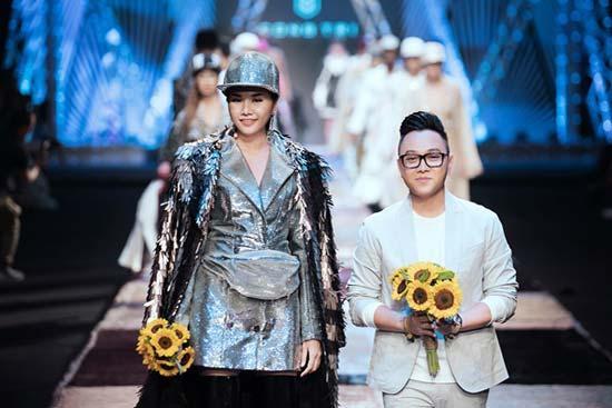 Thanh Hằng- Công Trí gây náo loạn với  trang phục công sở-4
