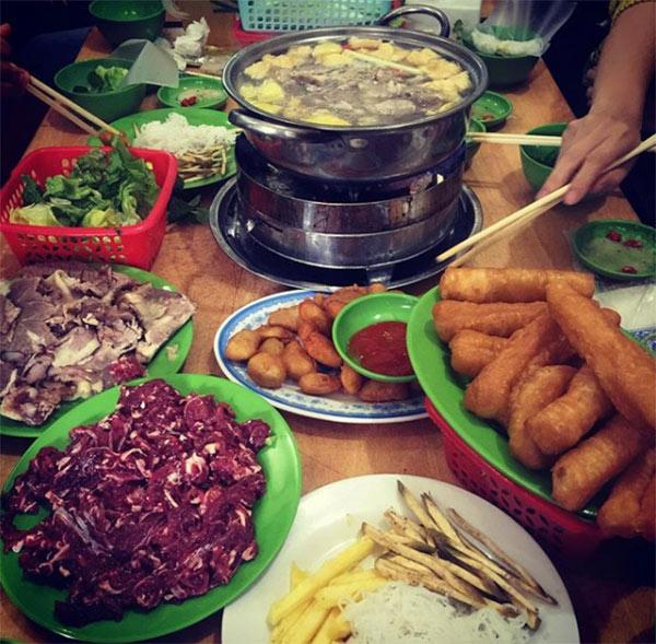 Top 7 quán lẩu vỉa hè cứ gió mùa là đông kín người ăn ở Hà Nội-1