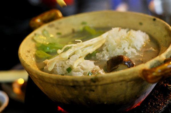 Top 7 quán lẩu vỉa hè cứ gió mùa là đông kín người ăn ở Hà Nội-4