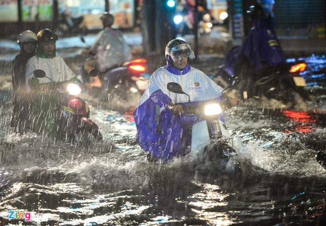 Sẵn sàng sơ tán người khi áp thấp mạnh thành bão ập vào Sài Gòn-2