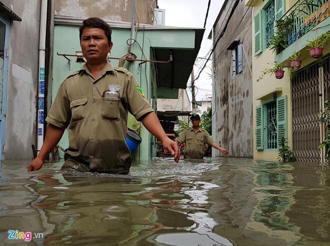 Sẵn sàng sơ tán người khi áp thấp mạnh thành bão ập vào Sài Gòn-3