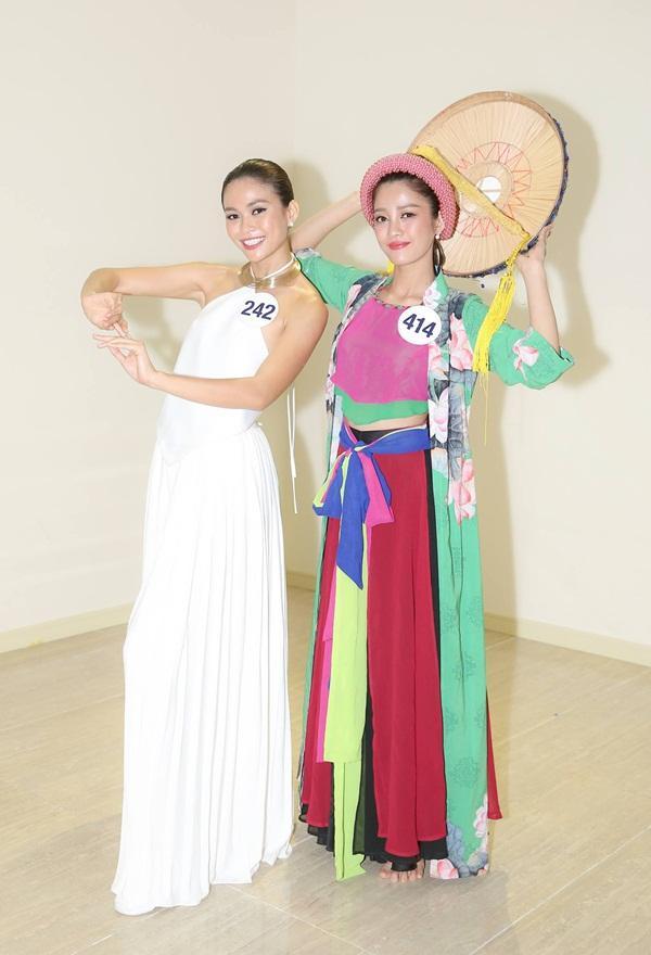 Mâu Thủy múa xuất sắc, Hoàng Thùy hát mất phong độ tại Hoa hậu Hoàn vũ Việt Nam 2017-2