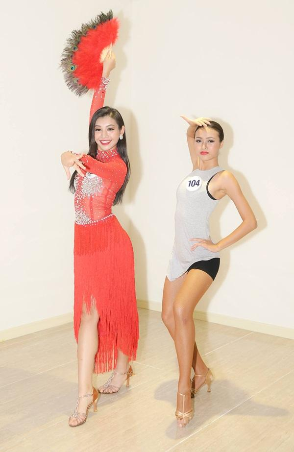 Mâu Thủy múa xuất sắc, Hoàng Thùy hát mất phong độ tại Hoa hậu Hoàn vũ Việt Nam 2017-5