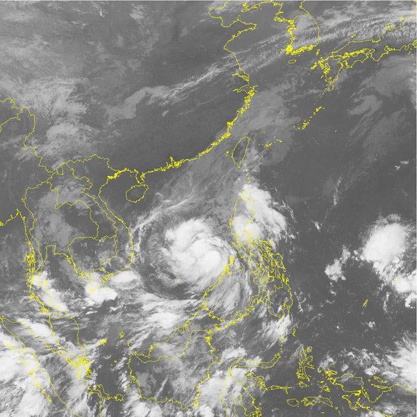 Tin bão mới nhất: Bão số 12 (Damrey) giật cấp 14 hướng thẳng vào Nam Trung Bộ-1