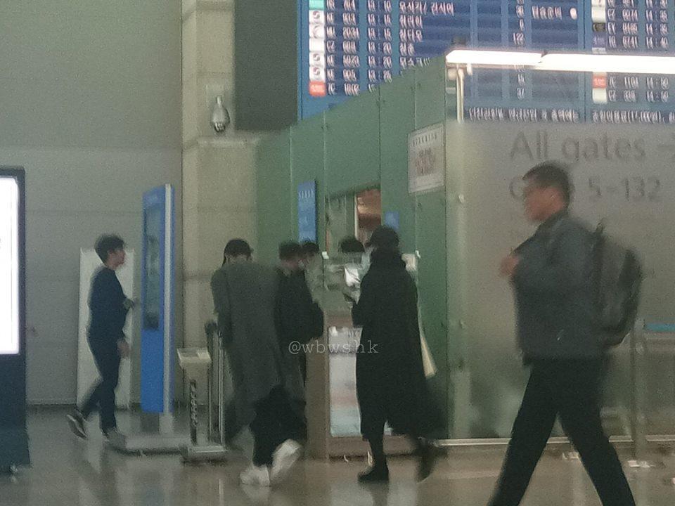 Vợ chồng Song Hye Kyo bịt mặt kín mít, sang Châu Âu hưởng tuần trăng mật-1