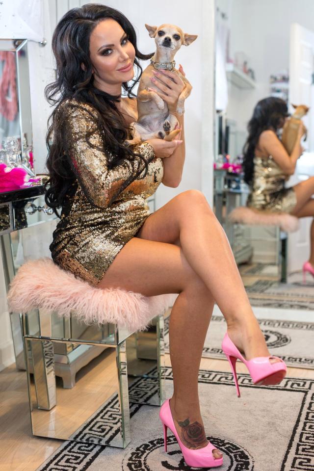 Cô gái Anh phẫu thuật 200 lần để giống với búp bê Barbie vì bị gia đình chê xấu-3