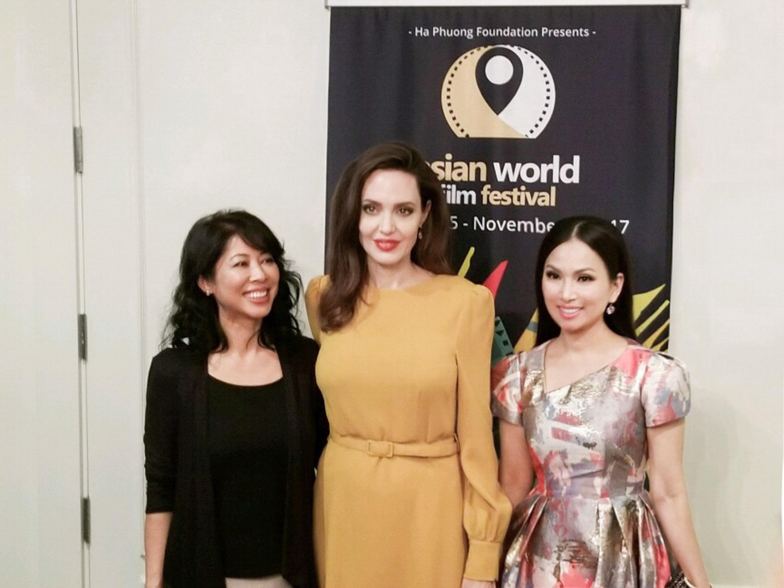 Em gái tỷ phú của Cẩm Ly gặp gỡ Angelina Jolie tại LHP Mỹ-1