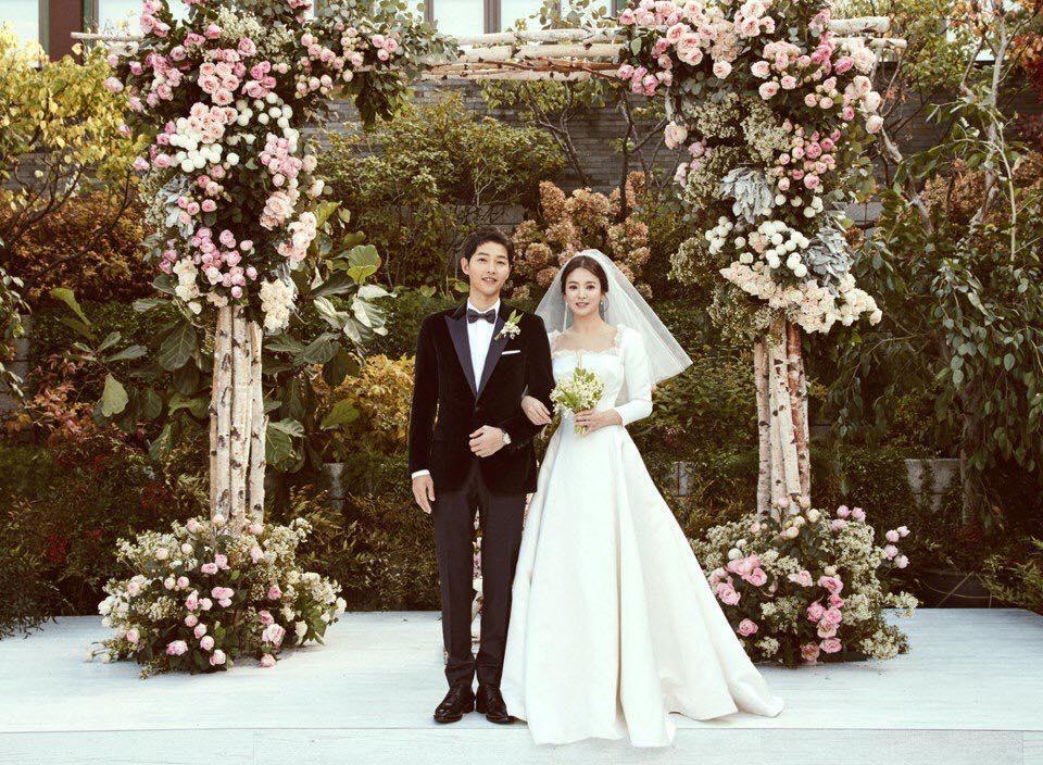 Cùng mặc váy cưới triệu đô, sao Hàn nào mới là nữ hoàng trong ngày trọng đại?-1