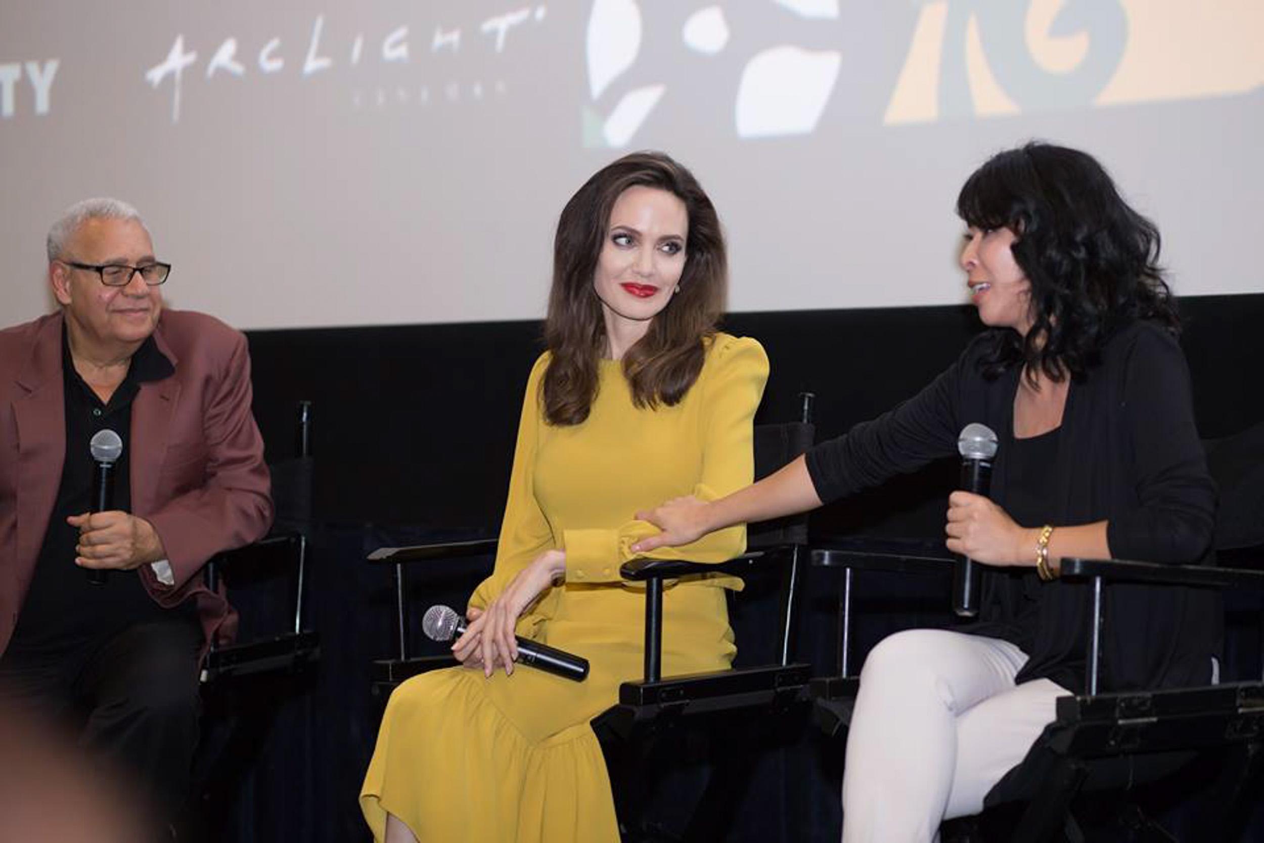 Em gái tỷ phú của Cẩm Ly gặp gỡ Angelina Jolie tại LHP Mỹ-4