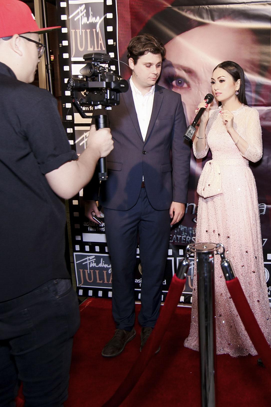 Em gái tỷ phú của Cẩm Ly gặp gỡ Angelina Jolie tại LHP Mỹ-5