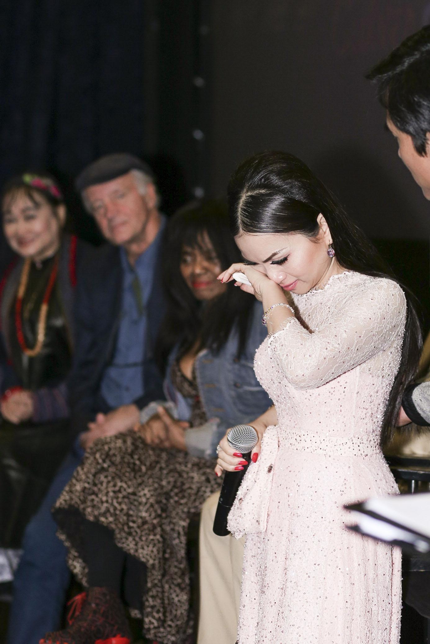Em gái tỷ phú của Cẩm Ly gặp gỡ Angelina Jolie tại LHP Mỹ-7
