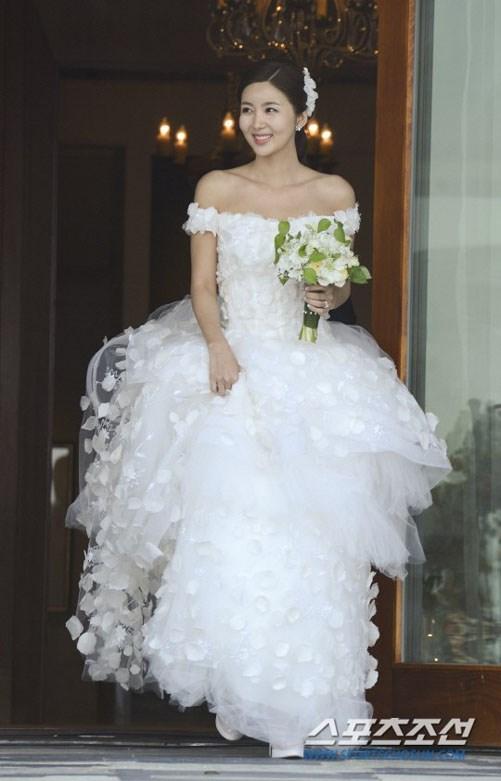 Cùng mặc váy cưới triệu đô, sao Hàn nào mới là nữ hoàng trong ngày trọng đại?-10