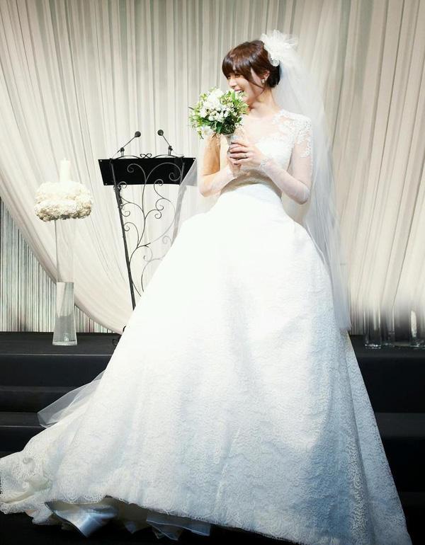 Cùng mặc váy cưới triệu đô, sao Hàn nào mới là nữ hoàng trong ngày trọng đại?-9