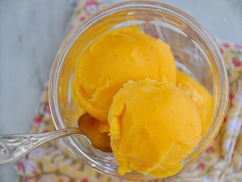 Hai cách tự làm kem xoài thơm ngon tại nhà-2