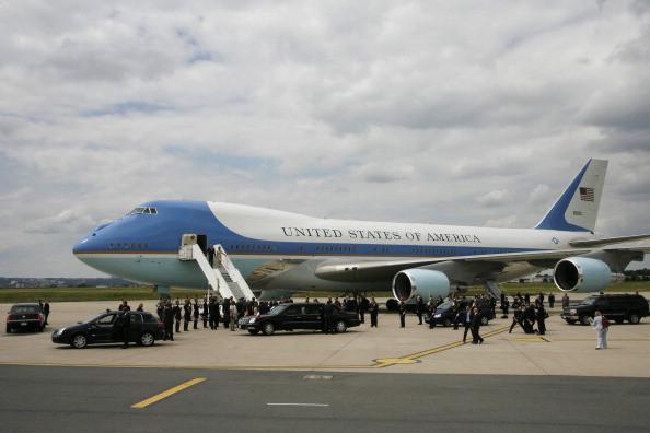 Đoàn tháp tùng hùng hậu bảo vệ tổng thống Mỹ-2