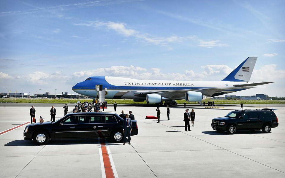 Đoàn tháp tùng hùng hậu bảo vệ tổng thống Mỹ-8