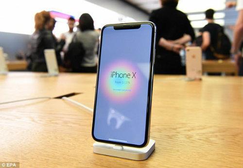 Lộ diện chủ nhân mua iPhone X đầu tiên có giá 41,5 triệu đồng-5