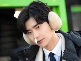 'Khi nàng say giấc': Ảnh hậu trường cực đáng yêu của Lee Jong Suk và Suzy