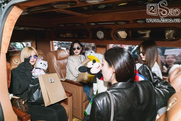 100 bảo vệ giúp T-ara an toàn thoát khỏi vòng vây fan Việt-12