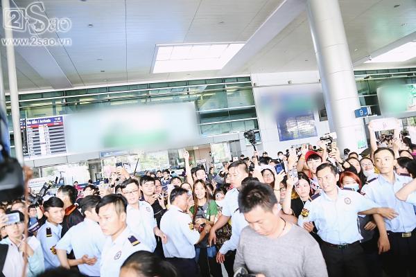 100 bảo vệ giúp T-ara an toàn thoát khỏi vòng vây fan Việt-10