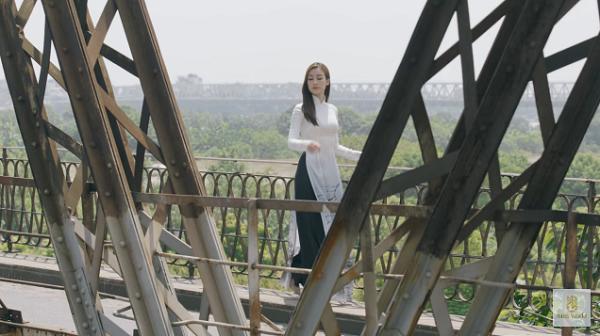 Đỗ Mỹ Linh nói tiếng Anh như gió trong clip giới thiệu bản thân tại Miss World 2017-2