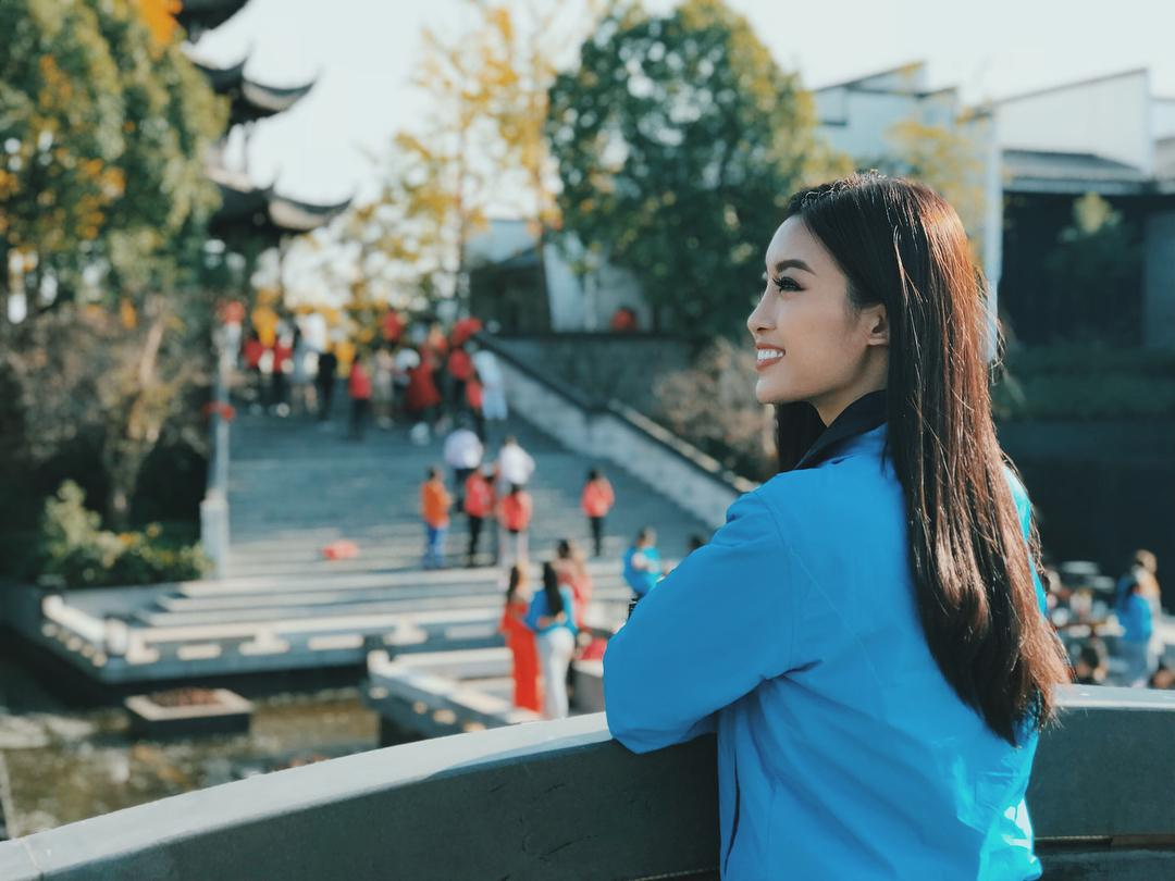 Đỗ Mỹ Linh nói tiếng Anh như gió trong clip giới thiệu bản thân tại Miss World 2017-8
