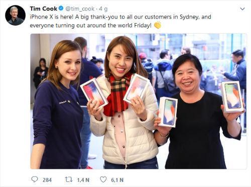 Tim Cook vui mừng chia sẻ ảnh người Việt mua iPhone X-1