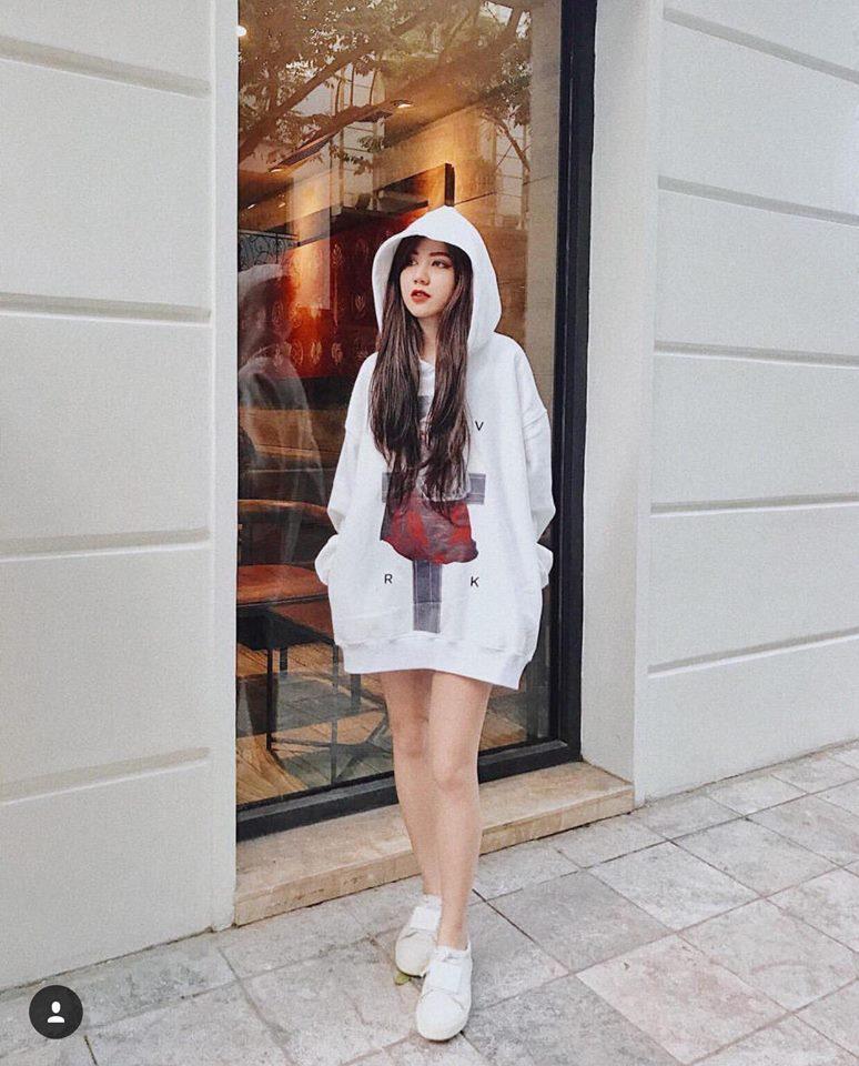 Cùng phải lòng áo trễ vai, Khánh Linh - Quỳnh Anh Shyn diện street style cực bắt mắt-2