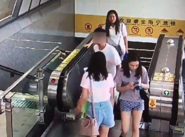 Con gái nước ngoài xử lý thế nào khi gặp kẻ biến thái giữa phố?-4