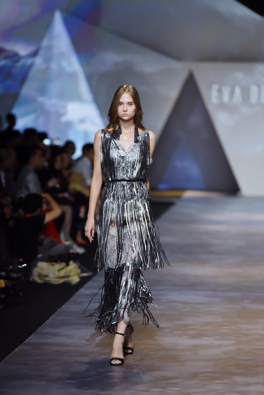 Đêm cuối Vietnam International Fashion Week thất thủ vì quá đông-2