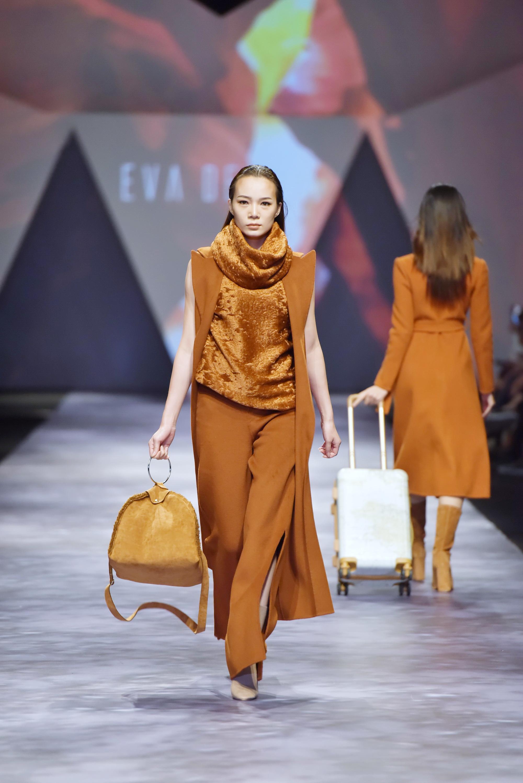 Đêm cuối Vietnam International Fashion Week thất thủ vì quá đông-6