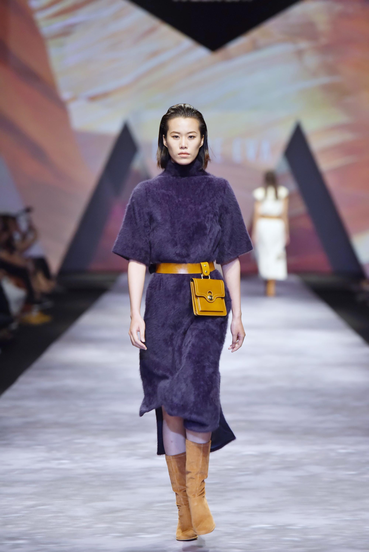 Đêm cuối Vietnam International Fashion Week thất thủ vì quá đông-10