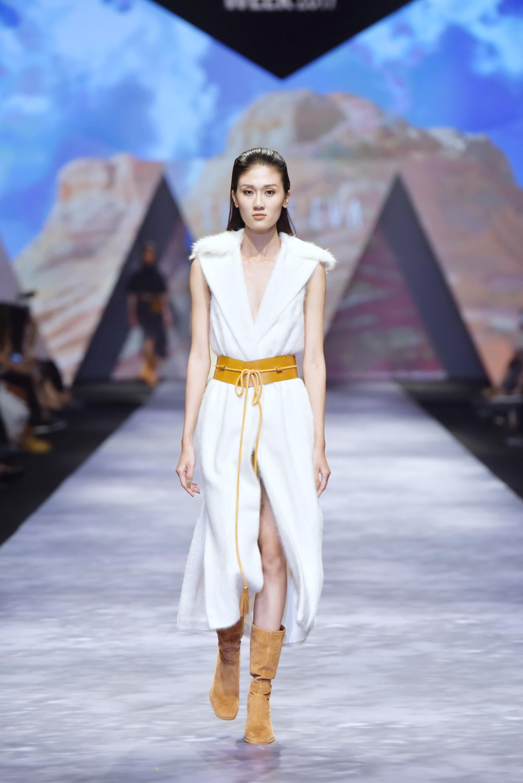 Đêm cuối Vietnam International Fashion Week thất thủ vì quá đông-11