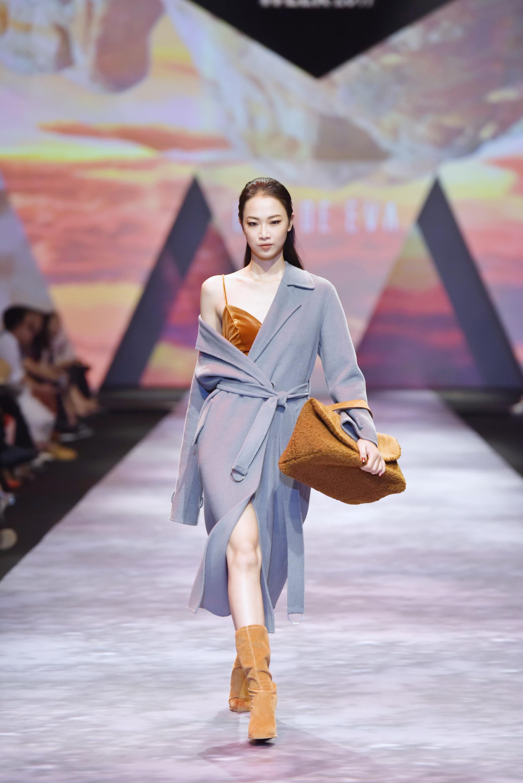 Đêm cuối Vietnam International Fashion Week thất thủ vì quá đông-12