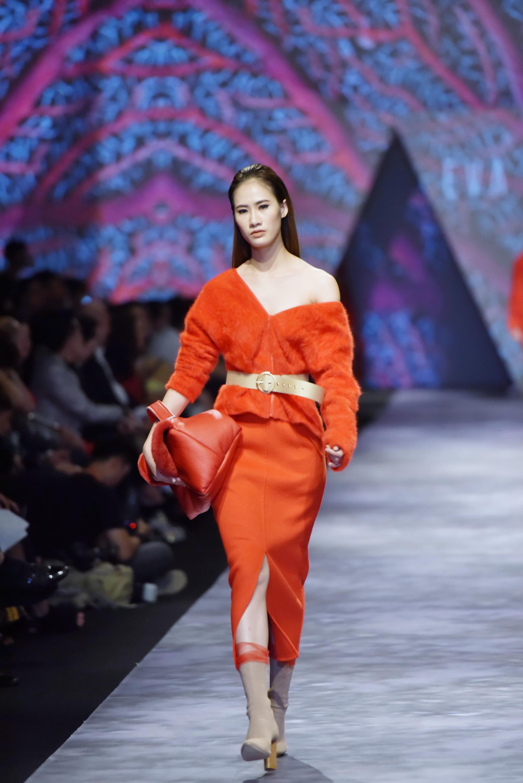 Đêm cuối Vietnam International Fashion Week thất thủ vì quá đông-13