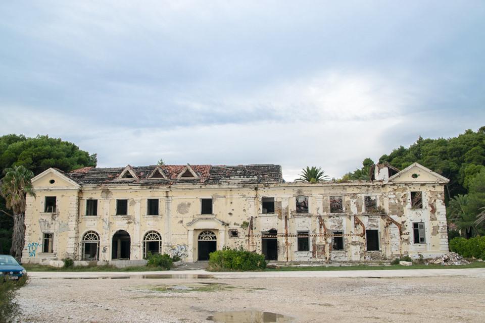 12 khách sạn đồ sộ bỏ hoang trên thế giới-4