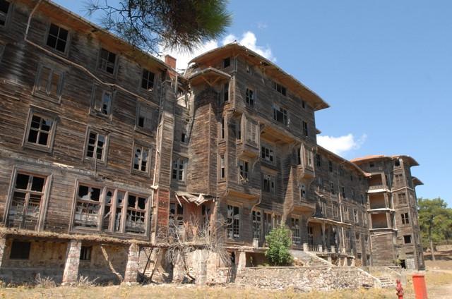12 khách sạn đồ sộ bỏ hoang trên thế giới-6
