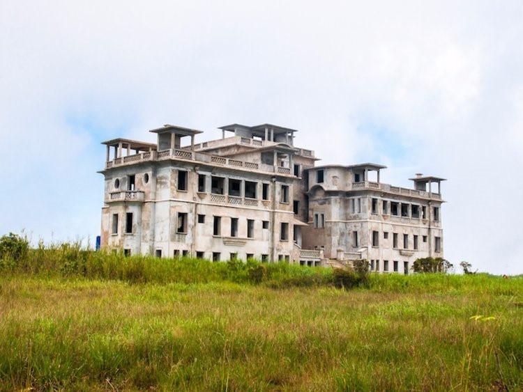 12 khách sạn đồ sộ bỏ hoang trên thế giới-9