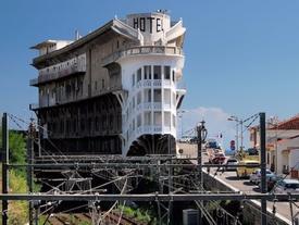 12 khách sạn đồ sộ bỏ hoang trên thế giới